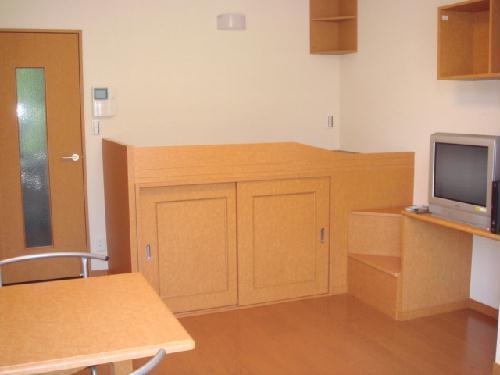 レオパレスサンガーデン 106号室の居室