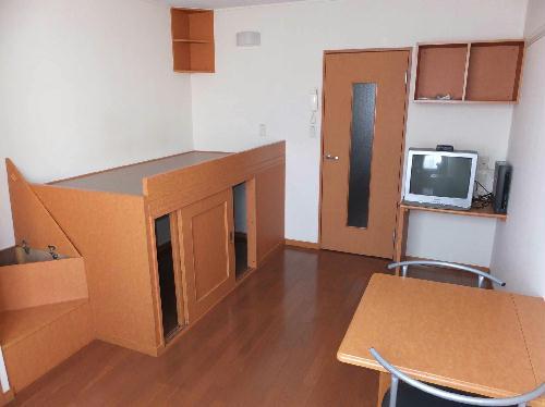レオパレスカーサ ビアンカ 104号室のリビング
