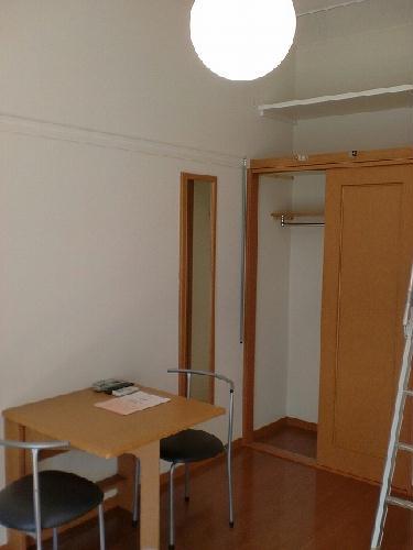 レオパレスコロモ 205号室のベッドルーム