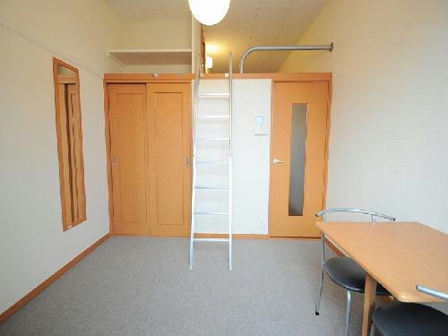 レオパレスSUZUKI 208号室のリビング