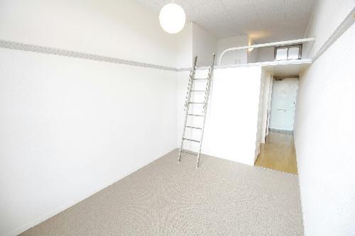 レオパレスル・ブランシェ 201号室のベッドルーム
