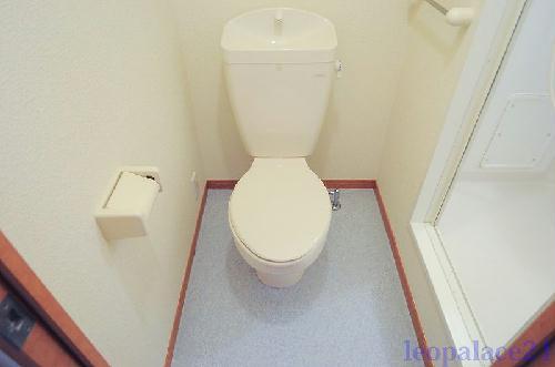 レオパレスKariba 104号室のトイレ