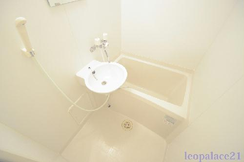 レオパレスKariba 104号室の風呂