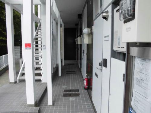 レオパレスKariba 104号室のエントランス