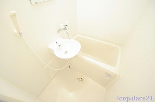 レオパレス峰岡 106号室の風呂