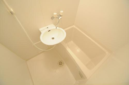 レオパレスTYK壬生 208号室の風呂