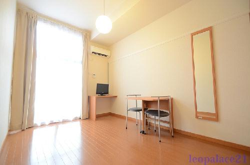 レオパレス保土ヶ谷坂本町 104号室の居室
