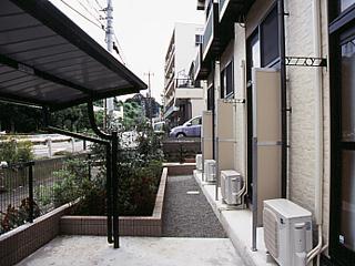 レオパレス保土ヶ谷坂本町 104号室のバルコニー