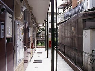 レオパレス保土ヶ谷坂本町 104号室のエントランス
