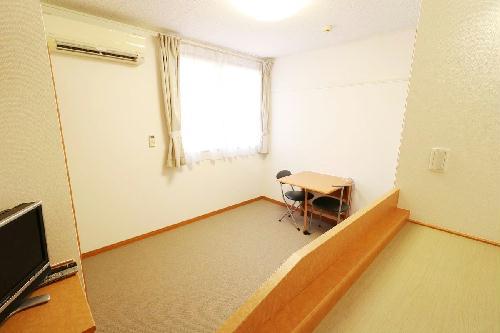 レオパレスアールズコート 202号室のベッドルーム