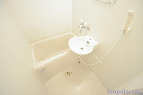 レオパレスwill 105号室の風呂