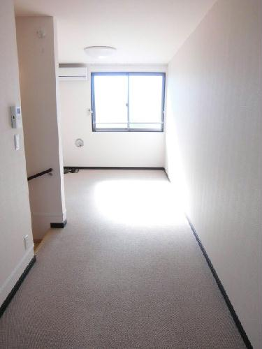 レオネクストクラジヤイ 114号室のリビング