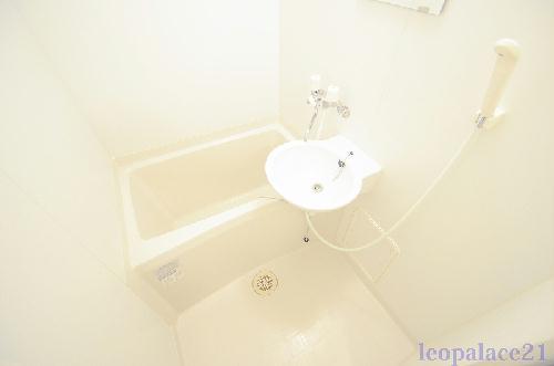 レオパレスガーデン 204号室のトイレ