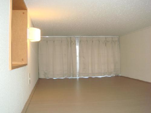 レオパレスMINA 109号室のベッドルーム