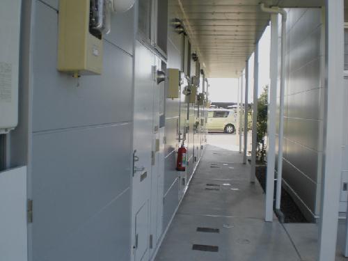 レオパレスMINA 208号室のエントランス