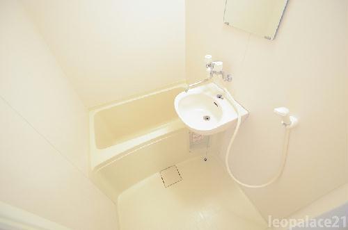 レオパレスRIVER SIDE T・M・I 105号室のトイレ