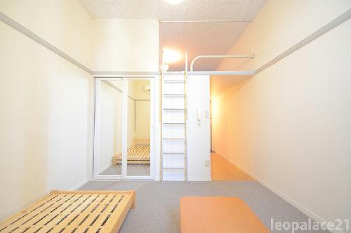 レオパレス栗林 303号室のリビング