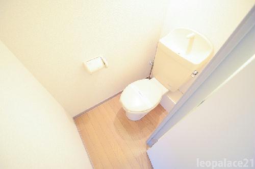 レオパレスプレミールレジデンスM 204号室のトイレ