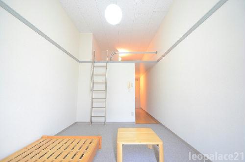 レオパレスMizuta 105号室のリビング