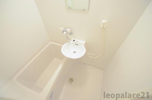 レオパレスニュー屋島 206号室の風呂