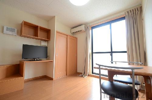 レオパレスニュー屋島 206号室のリビング
