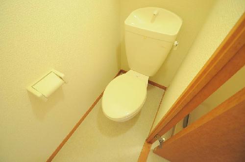 レオパレスエアポートビュー 202号室のトイレ