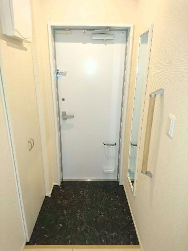 クレイノファミリア 203号室の玄関