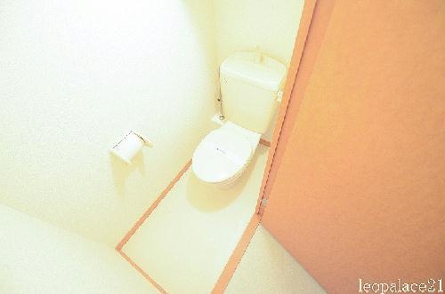 レオパレス東部 104号室のトイレ