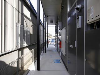 レオパレス西蔵前2 203号室の玄関