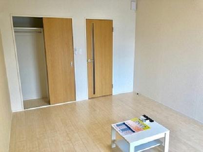 クレイノルーチェ デル ソーレ 302号室のリビング