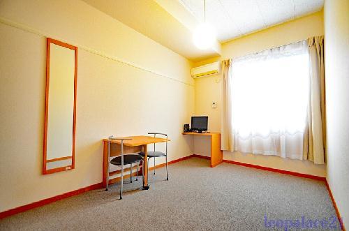 レオパレスMY DREAM 102号室のベッドルーム