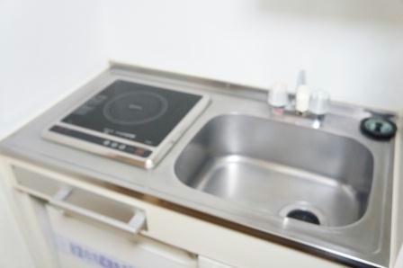 レオパレスT.HOUSE 104号室のキッチン