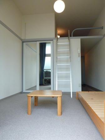 レオパレスM-47 302号室の居室