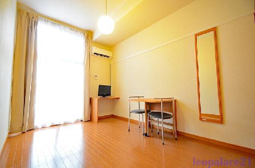レオパレスメイプルⅡ 202号室の居室