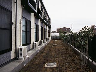 レオパレスシルバ コート 104号室のエントランス