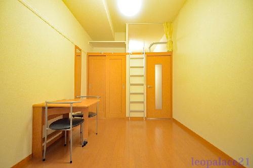 レオパレスTIME 105号室のリビング