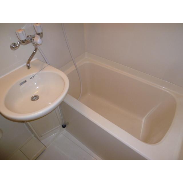 エポリアム本町 303号室の洗面所