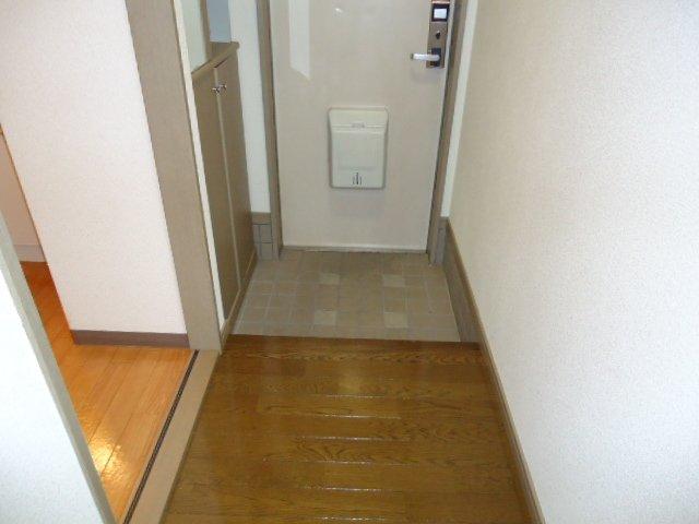 レジデンス六斗 102号室の玄関