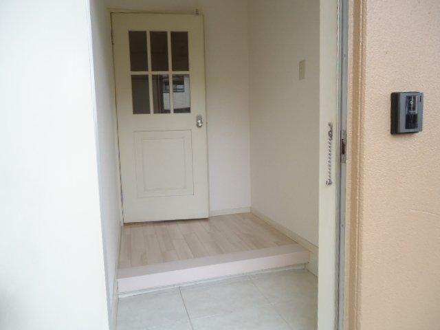 メゾン城土 A101号室の玄関