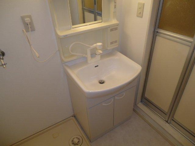 メゾン城土 A101号室の洗面所