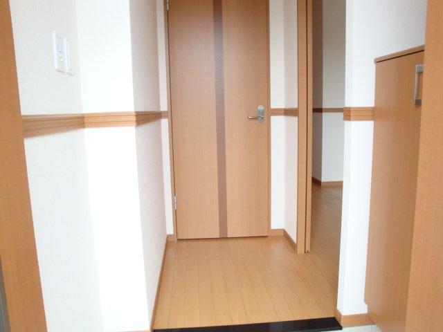 グラスフルールA 102号室の玄関