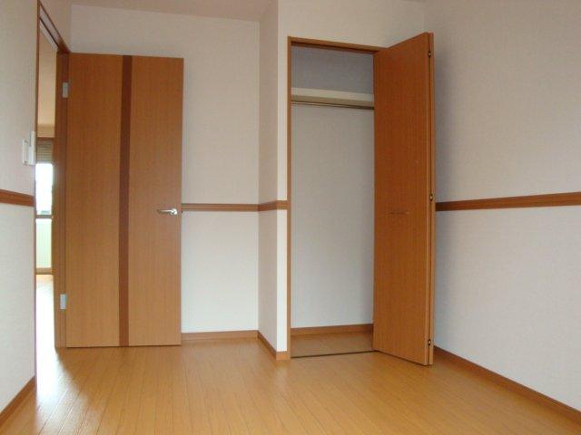 グラスフルールA 102号室の居室