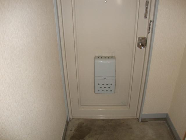 リバティはやのC 00302号室の玄関