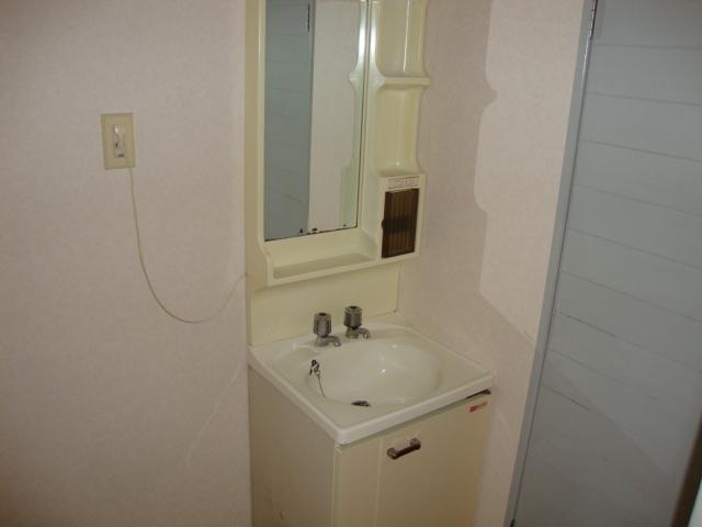 リバティはやのC 00302号室の洗面所