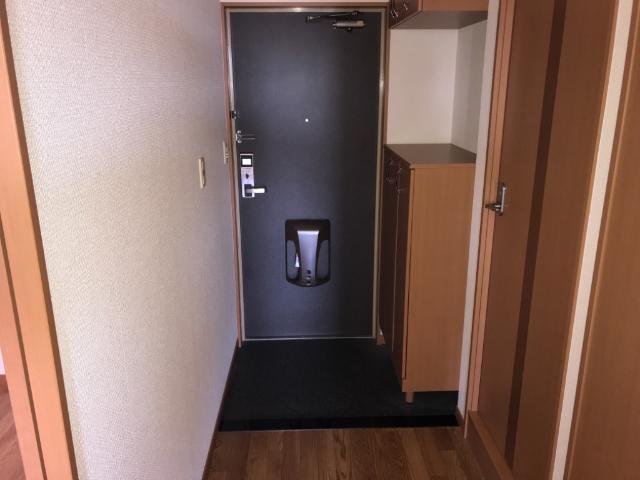 コンフォース・ステージM 302号室の玄関