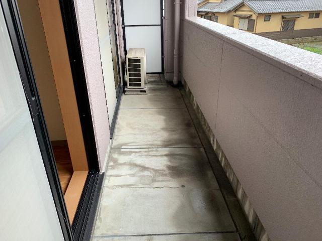 レジデンス花水木 205号室のバルコニー