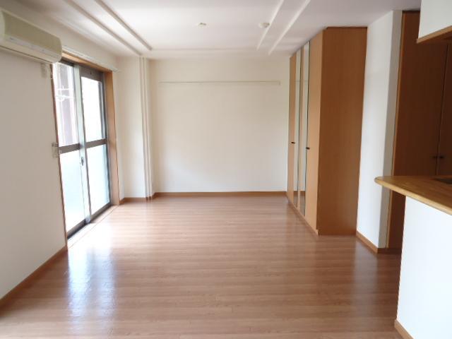 クリエイトハイツ 106号室のリビング