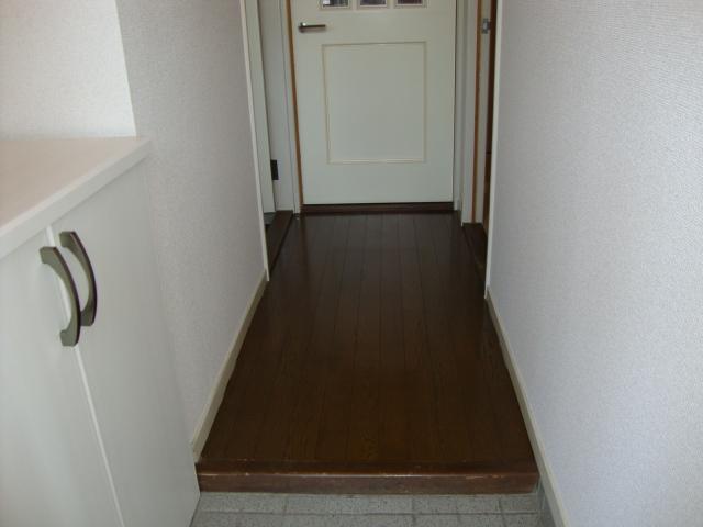 ワイズハウス星の宮 00202号室の玄関