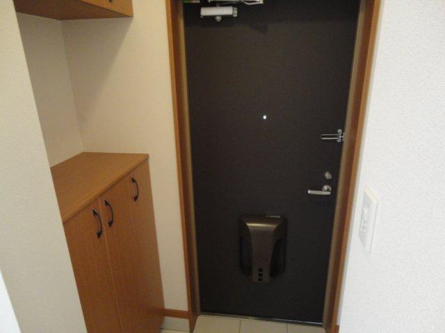 グランチェスタⅢ 105号室の玄関
