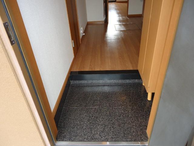 ラディアンス 205号室の玄関